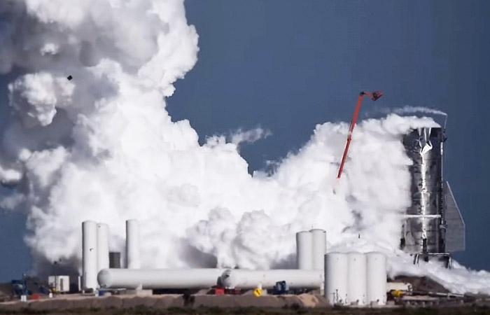 SpaceX tajriba raketasi sinov vaqtida portlab ketdi