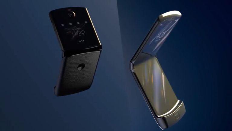 Motorola buklanuvchi displeyli RAZR smartfonini taqdim etdi (video)