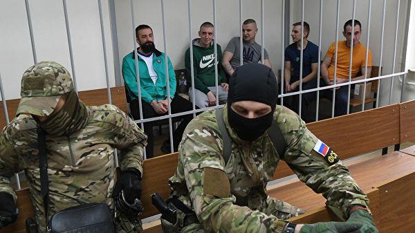 Москва суди Керч бўғозида ушланган украиналик денгизчиларнинг ҳибсда ушланишини узайтирди