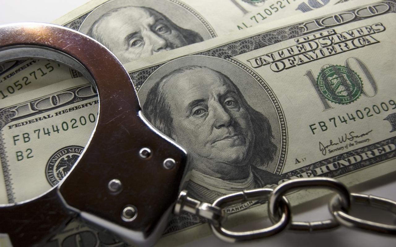 Угрожал выложить личные фото: мужчина вымогал $1000 у девушки из Бухары
