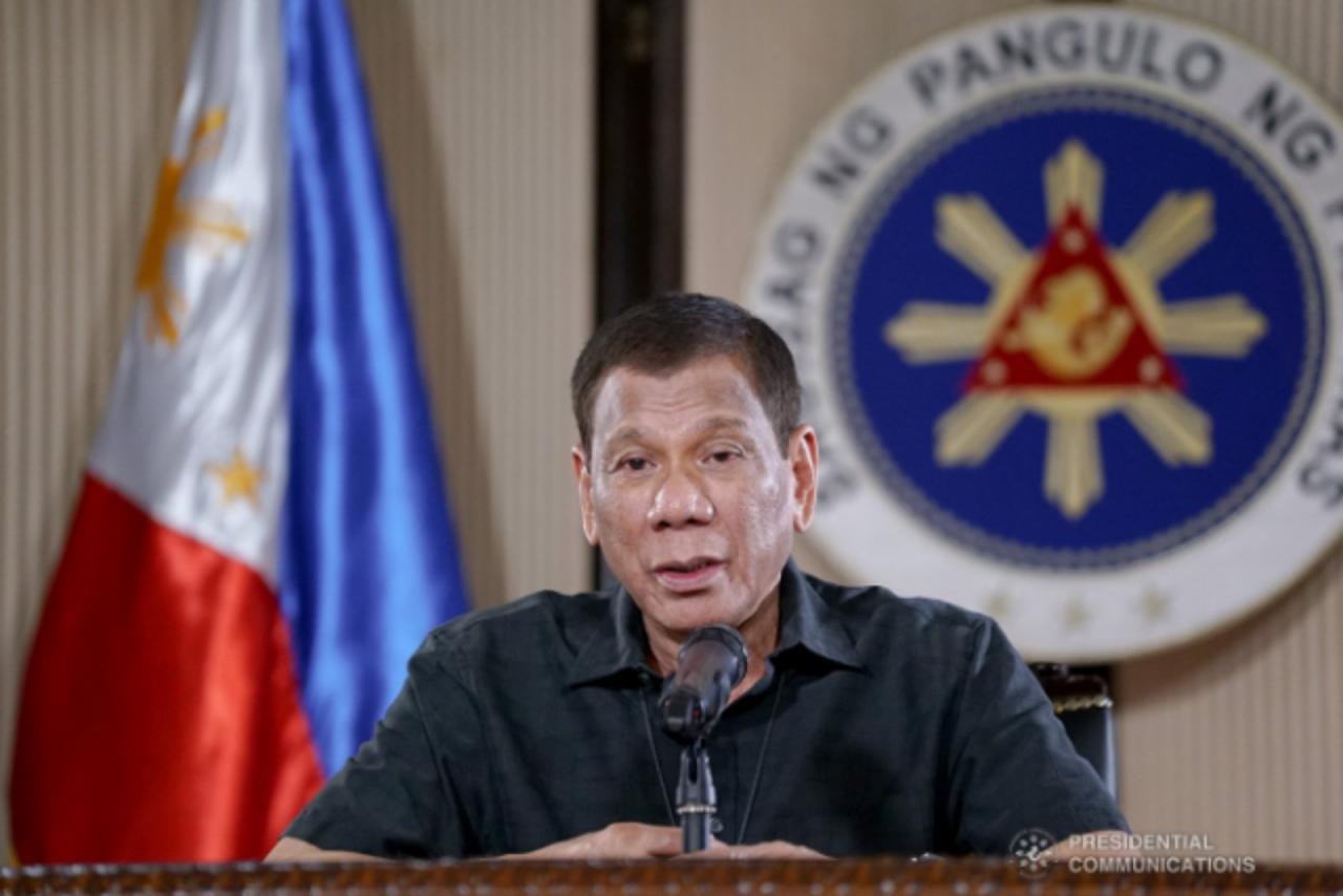 Филиппин президенти Родриго Дутерте полиция ва ҳарбийларга коронавирус тарқалиши олдини олиш учун киритилган карантин тартибини бузганларни отишга рухсат берди.
