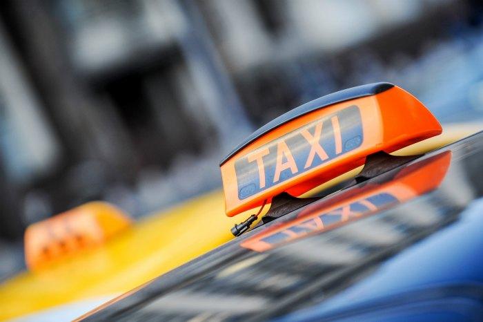 Taksi xizmatlari yo'lovchilar tashish faoliyatini tikladi