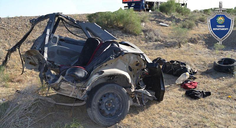 В Бухаре Lacetti лоб в лоб столкнулся с грузовиком: двое погибших