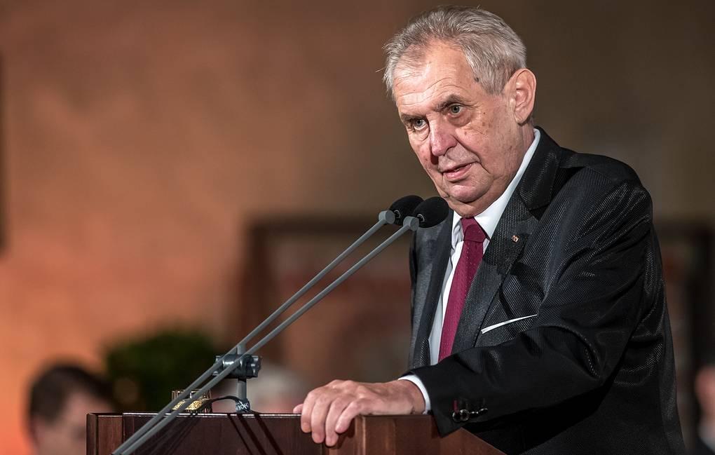 Чехия сенати мамлакат президентини ватанга хиёнатда айблаш имкониятини кўриб чиқади