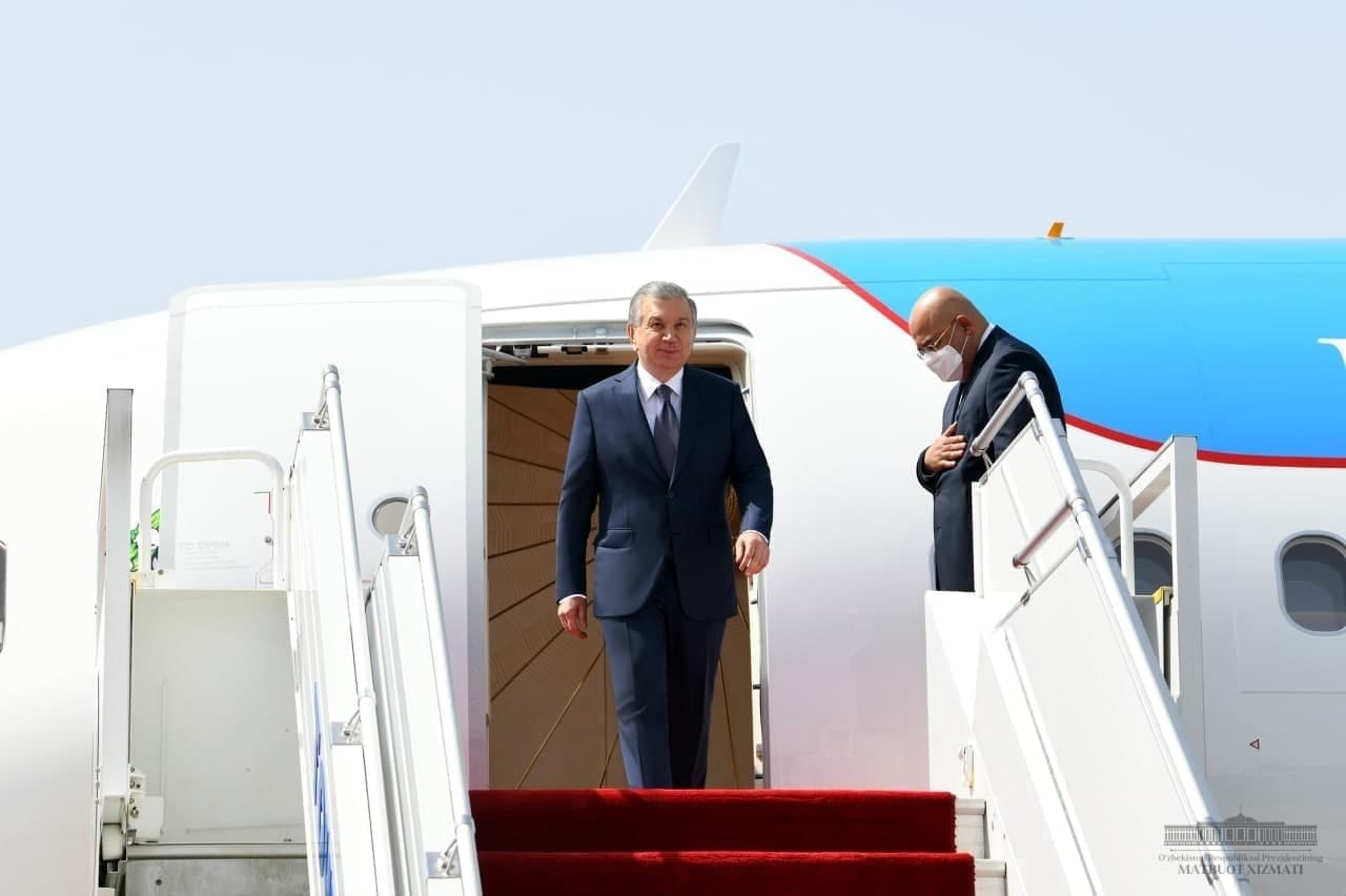 Ўзбекистон президенти Душанбеда тантанали кутиб олинди