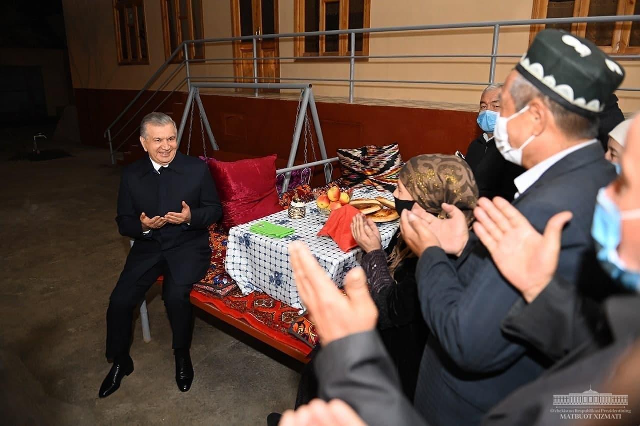 Президент Наманган шаҳридаги хонадонлардан бирида меҳмон бўлди
